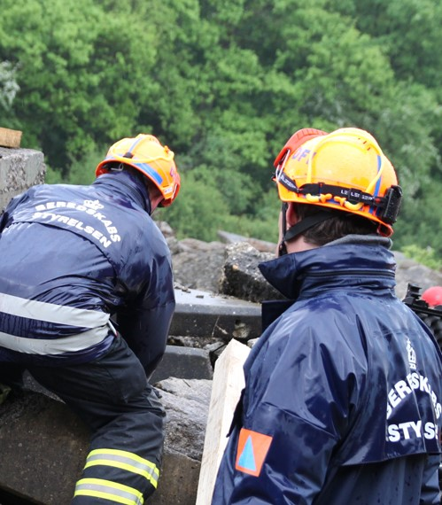 Image of two workers from the back